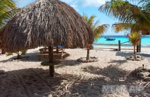 Strandhütte mit Palapas